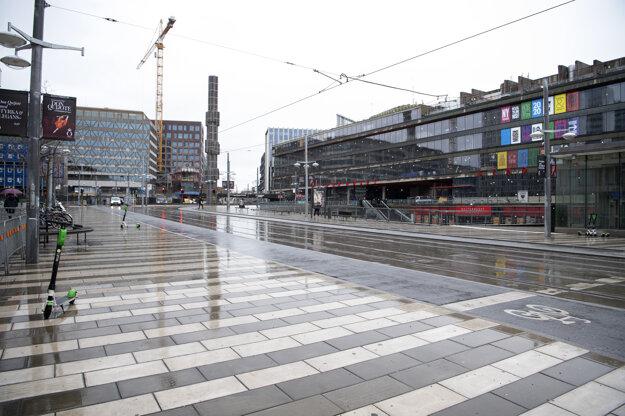 Pohľad na prázdne ulice v centre Štokholmu v Švédsku.