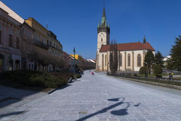 Vyľudnené centrum Prešova.