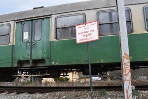 Vlak na mieste nešťastia na Mukačevskej v Prešove. Je tam zakázaný prechod.