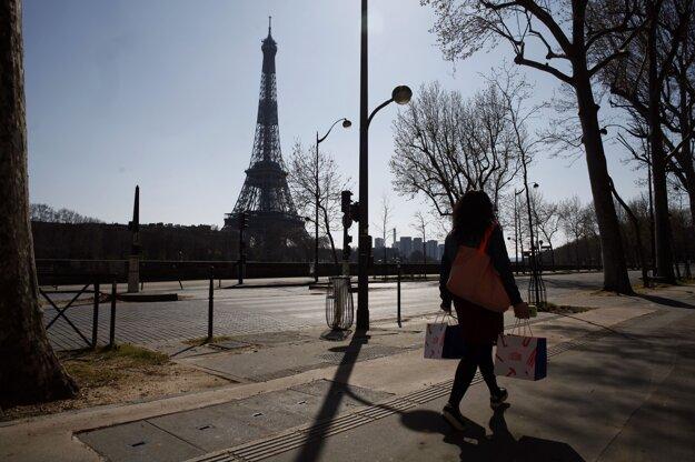 Metro a železničné služby v Paríži a na jeho predmestiach sú od štvrtka obmedzené na minimum.