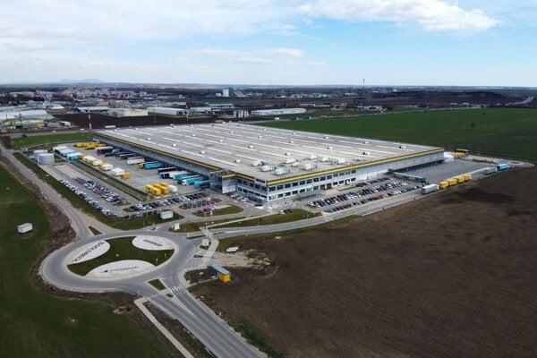 Reverzné logistické centrum pre Európu sa do Serede presťahovalo z Prahy.
