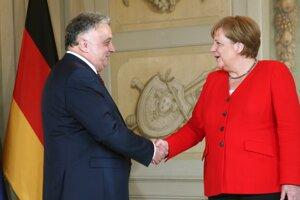 Jeremy Issacharoff na vlaňajšom stretnutí s nemeckou kancelárkou Angelou Merkelovou.