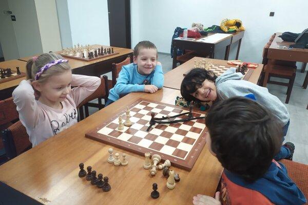 Jeden z posledných tréningov najmladších žiakov v Dome kultúry Čadca: zľava Nikola Goralka, Šimonko Tvrdý, Daniell Ghaedi a Adam Tajdar.