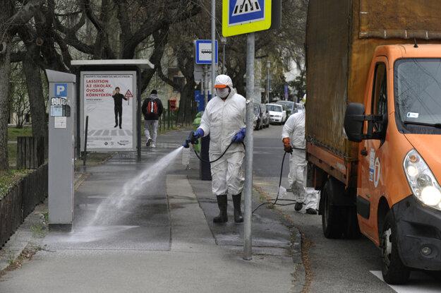 Dezinfekcia proti koronavírusu v Budapešti.