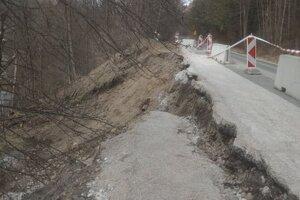 Levoča vyhlásila mimoriadnu situáciu kvôli zosuvu svahu.