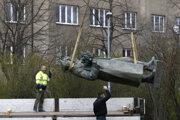 Odstránenie sochy maršala Ivana Koneva.