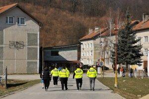 MOPS-kár hliadkujú na sídlisku v Žehre.