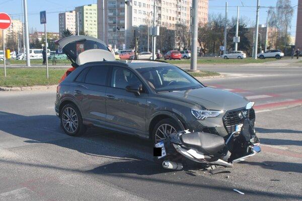 Motocykel Aden Moto, 125 cm3, skončil pod autom.