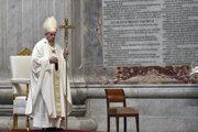 Pápež František slúži omšu na Zelený štvrtok.