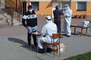 Testovanie na koronavírus v Lomničke v okrese Stará Ľubovňa.