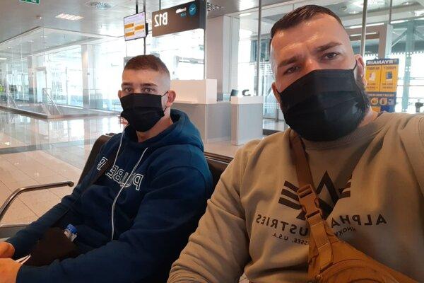 Vľavo boxer Robo Rácz, vpravo tréner Lukáš Filka.