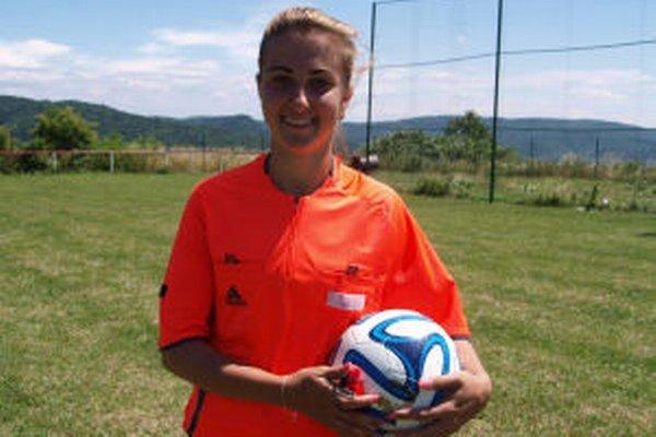 Rozhodkyňa Patrícia Bujňáková začala rozhodovať ako 15-ročná. Aktuálne smeruje do vyššej súťaže.