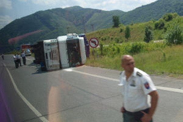 Nehoda na šášovskej križovatke.