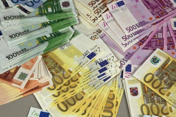 Požičal si 61-tisíc eur.