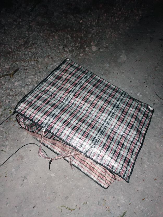 V tejto taške našli pašované cigarety.