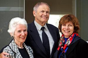 Eva Clarková, Mark Olsky a Hana Moranová v roku 2010, keď sa prvýkrát stretli v Mauthausene.