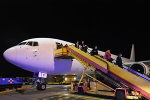 Slováci prileteli do Bratislavy z Washingtonu.