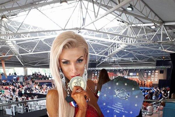 Anita Kuczmanová po zisku titulu na ME 2018 vŠpanielsku.