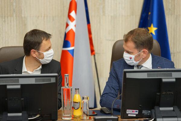 Premiér Igor Matovič (vpravo) a minister financií Eduard Heger.