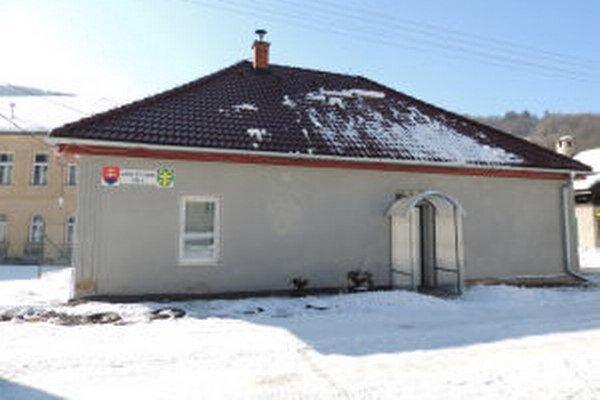 Súčasné priestory obecného úradu nie sú podľa starostu Eugena Čižmárika dôstojné, sťahovanie by chcel realizovať už do niekoľkých mesiacov.