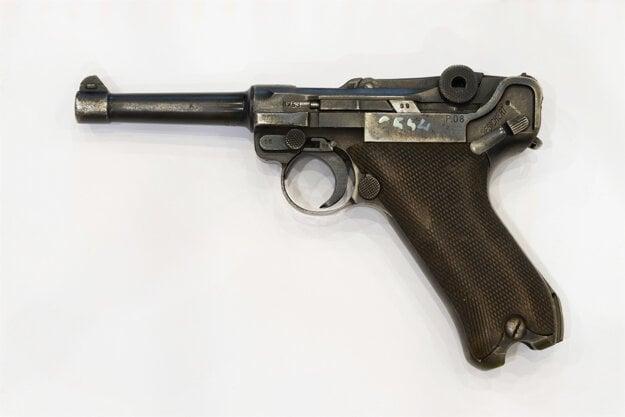 Nemecká pištoľ Luger Parabellum P 08., ktorú používali príslušníci Wehrmachtu v druhej svetovej vojne.