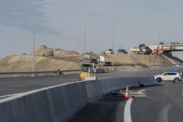 Stavebné práce na rýchlostnej ceste R7 pri Ketelci, miestnej časti mestskej časti Bratislava-Podunajské Biskupice.