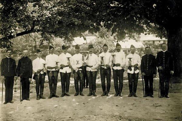 Historická snímka špaňodolinských aušusníkov.