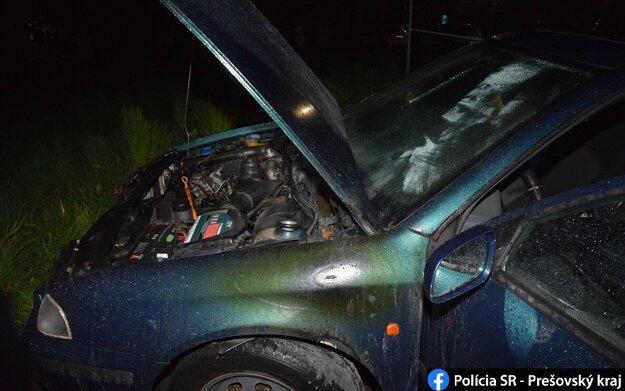 Požiar zničil celú ľavú stranu auta.