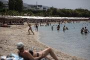 Grécko už sprístupnilo pláže verejnosti.