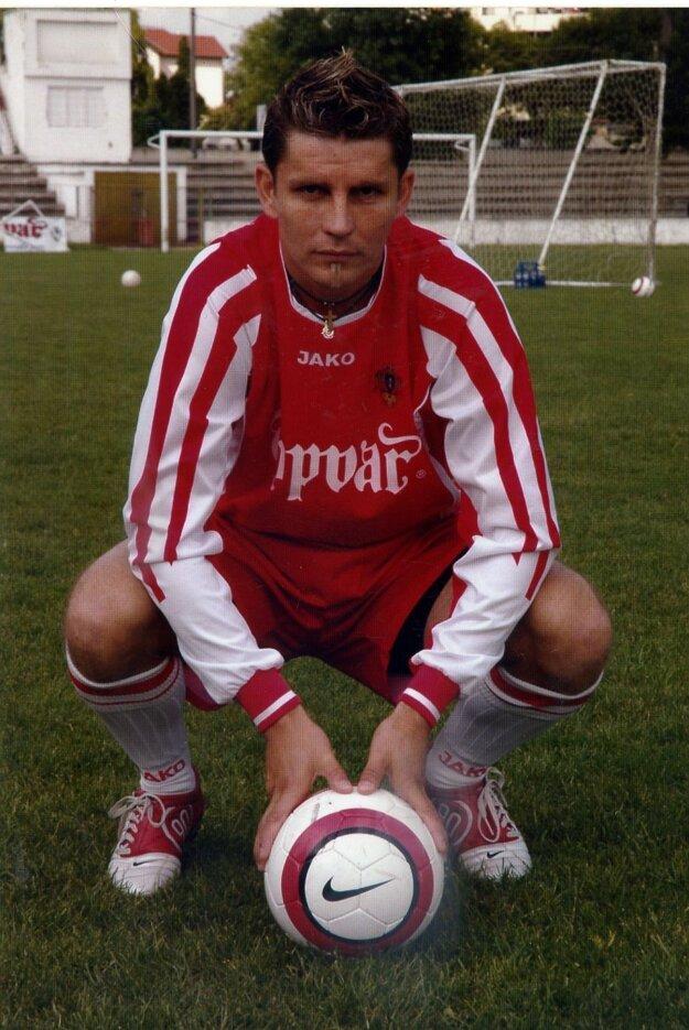 Najviac zápasov počas svojej kariéry odohral v rodných Topoľčanoch.