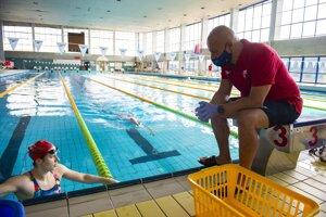 Uvoľňovanie opatrení sa týka aj plavární - ilustračné foto