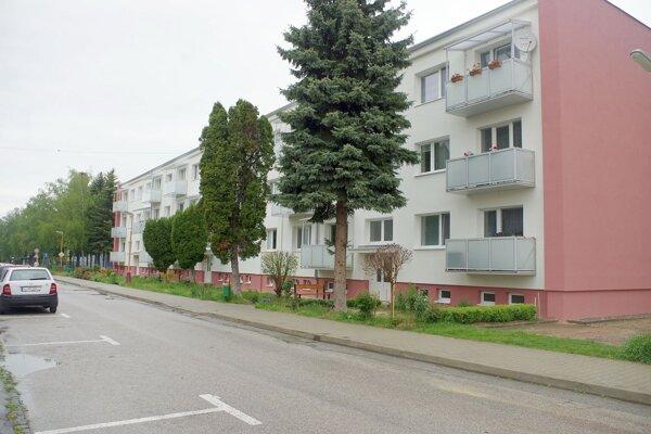 Obyvatelia tejto bytovky v Ilave sa chcú odpojiť od centrálneho zdroja vykurovania. Nie je to však jednoduchý proces.