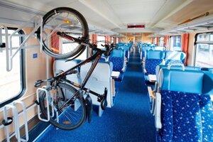 Vo vlakoch je obmedzený počet stojanov na bicykle