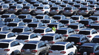 Nové auto kúpite vo výrazných zľavách, v bazároch je situácia úplne iná