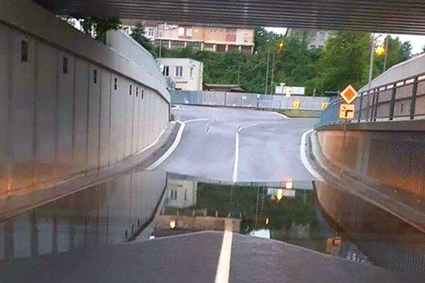Podjazd opäť zaplavrný.