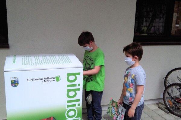 Bibliobox slúži na vrátenie kníh, funguje na princípe poštovej schránky.
