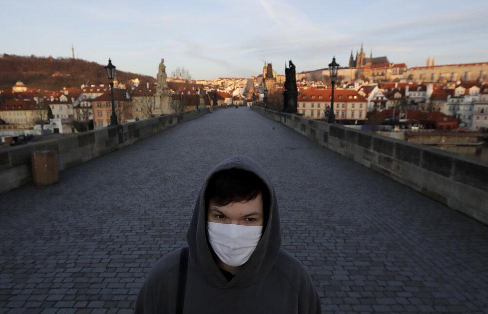 Keď vypukla pandémia v Česku, počet turistov prudko padol. Fotografia je z 16. marca 2020.
