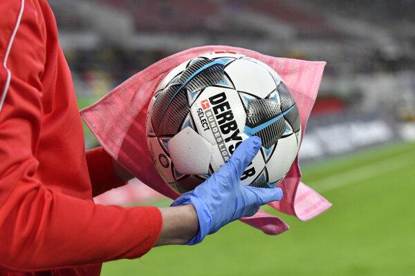 Počas zápasov naďalej platia zvýšené hygienické opatrenia.
