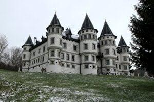 Replika romantického hradu v Revišti