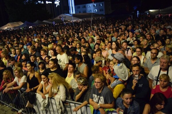 Vlani sa na Lučenskom  hodnovaní zišli stovky ľudí z mesta aj okolitých regiónov.