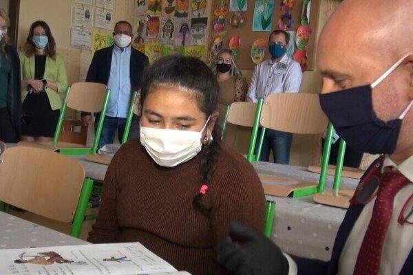 Minister školstva na návšteve Základnej školy v Bystranoch.
