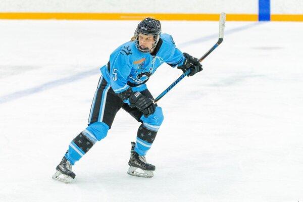 Lenka Čurmová sa stala prvou Slovenkou v história, ktorá bodovala aj skórovala v ženskej NHL.