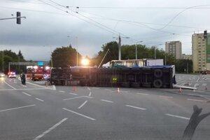 Zrážka kamiónov.