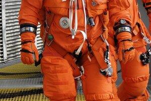 Oblek pre Space Shuttle bol neskôr vynovený. Na zábere oblek ACES, ktorý sa používal od roku 1994.