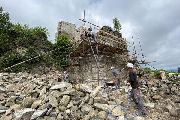 Práce na Šarišskom hrade pokračujú.