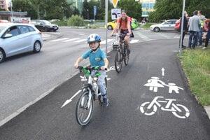 Po cyklochodníku sa po oficiálnom otvorení vybrali prví jazdci.