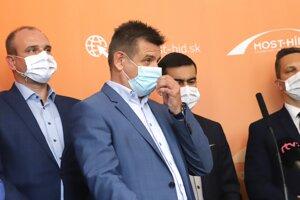 Zľava nový podpredseda strany Most-Híd Karol Pataky, nový predseda strany Most-Híd László Sólymos a nový podpredseda strany Most-Híd Attila Agócs.