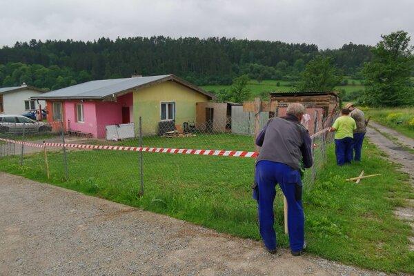 Nové ohnisko nákazy v Spišskom Podhradí už pracovníci mesta opáskovali.