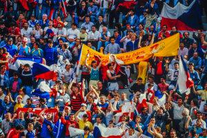 Československí priaznivci na zápase proti USA.