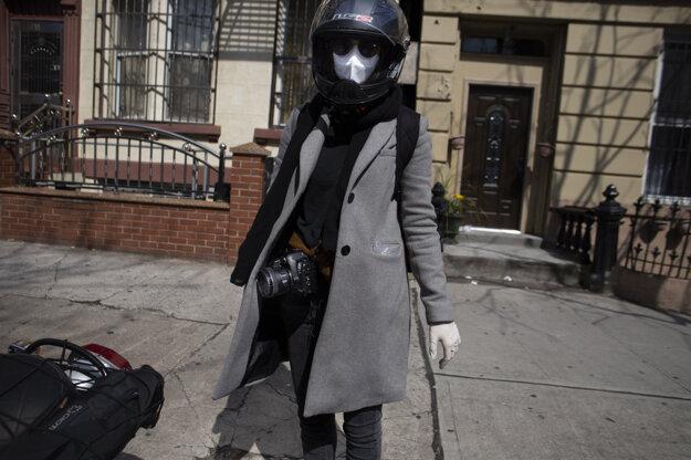 Do newyorských ulíc vyrážala s kamarátom na motorke, aby nemusela cestovať metrom a riskovať nákazu.